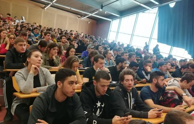 L'amphithéâtre de l'Université Paris 13 était comble le jeudi 12 avril.
