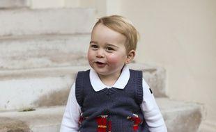 De nouveaux portraits officiels du prince George ont été rendus publics le 13 décembre 2014.