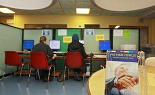 Deux jeunes en recherche d'emploi à la Mission locale de Lille.