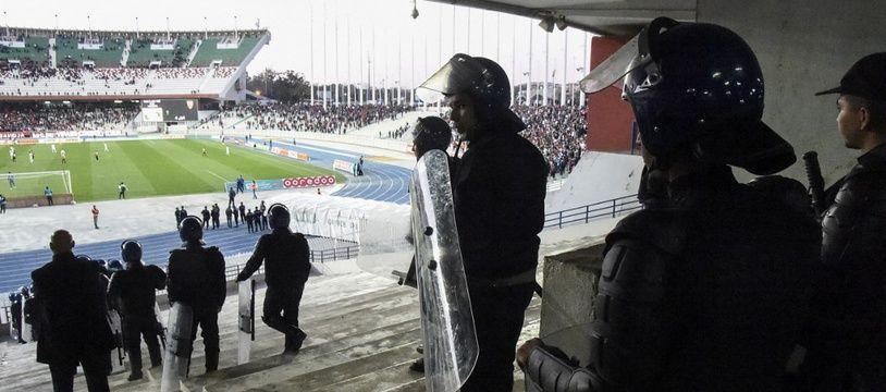 Plusieurs personnes sont mortes ou ont été blessées lors d'une bousculade survenue aux entrées d'un stade d'Alger, jeudi 22 août, peu avant un concert du rappeur-star algérien Soolking.