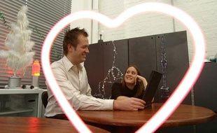 les sites de rencontres veulent fid liser leurs clients apr s avoir form des couples. Black Bedroom Furniture Sets. Home Design Ideas