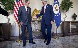Le secrétaire d'Etat John Kerry a rencontré à Paris le ministre des Affaires étrangères, Sergey Lavrov