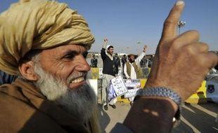 Au moins dix insurgés ont été tués samedi matin dans une attaque d'un drone américain dans la région tribale du Pakistan à proximité de la frontière afghane, ont annoncé des responsables pakistanais de la sécurité.