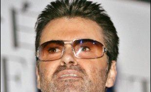 """Le chanteur pop britannique George Michael a convenu lundi qu'il avait été arrêté ce week-end à Londres pour détention de drogue, précisant que """"comme d'habitude"""", c'était de (sa) faute."""