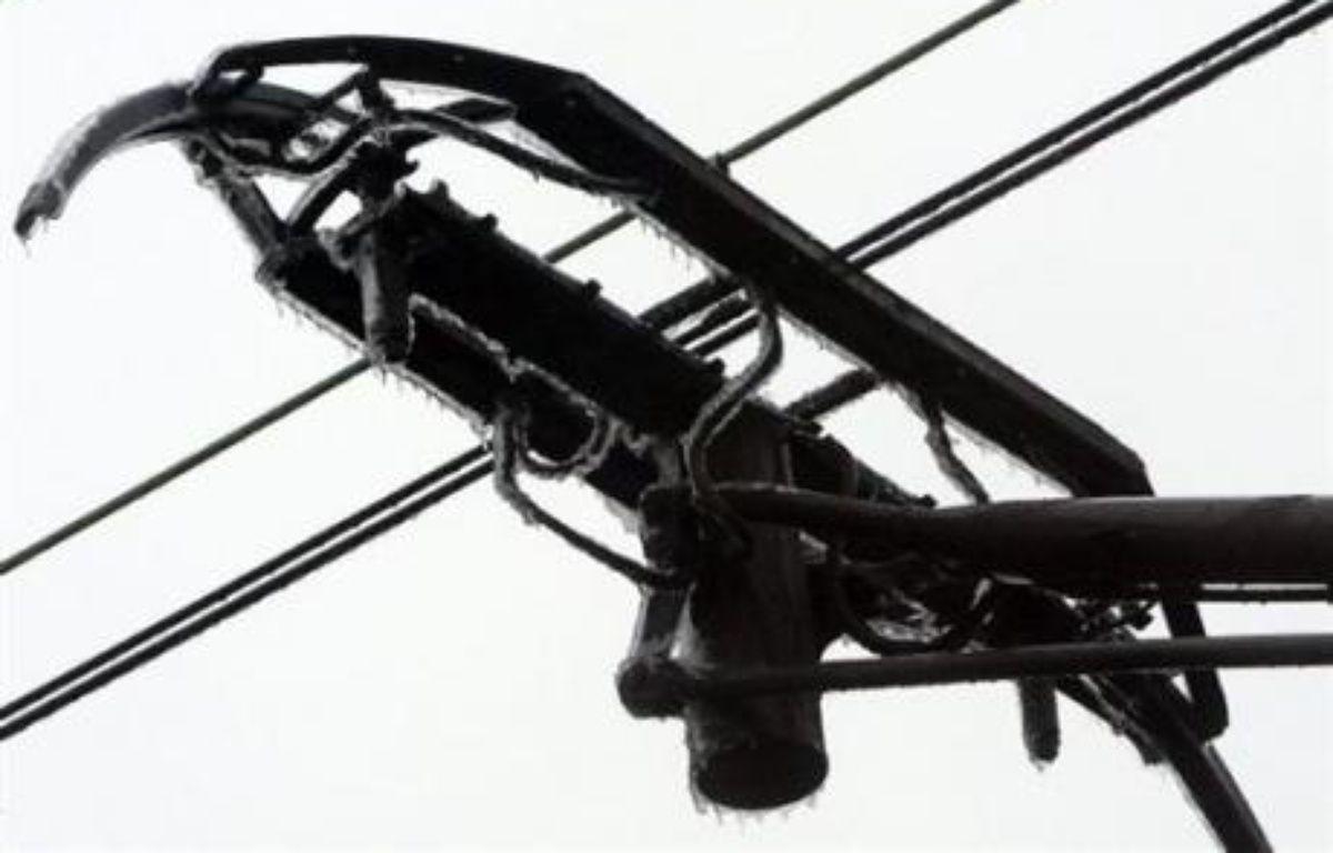 Après une série noire de pannes affectant le réseau, la SNCF a promis de contrôler pendant un mois, à partir de mercredi, les caténaires à l'origine de ces incidents. – Jean Francois Monier AFP/Archives