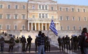 Des manifestants rassemblés devant le parlement grecque, le 12 février 2012