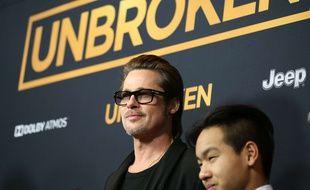 Brad Pitt et son fils Maddox le 15 décembre 2014.