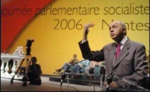 La course à l'investiture PS pour la présidentielle de 2007 a occupé mercredi les esprits de tous les parlementaires socialistes réunis à Nantes, à dix jours de l'ouverture du dépôt des candidatures.