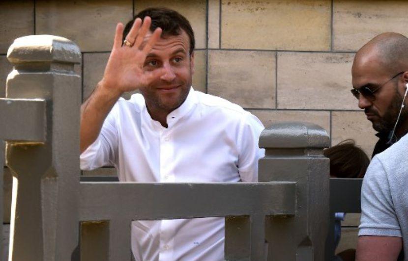 Oui, Cnews a bien illustré la visite d'Emmanuel Macron au Touquet avec de vieilles images (et du Benalla dedans)