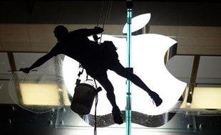 Apple devrait présenter deux nouveaux iPhones mardi, dont un à bas prix qui vise le marché chinois, dans un secteur de plus en plus concurrentiel où il tente de regagner son aura.