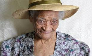 La doyenne des Français, la Martiniquaise Irénise Moulonguet, est décédée mardi soir à l'âge de 112 ans dans son île natale, a-t-on appris mercredi matin auprès de ses proches.