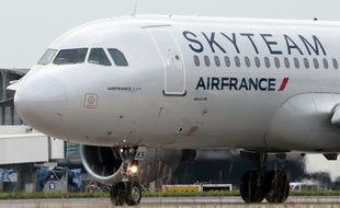 Illustration: Un avion Skyteam affrété par Air France le 21 juin 2012 à l'aéroport de Roissy.