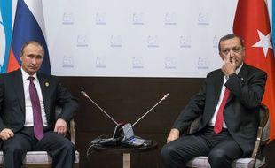 Les présidents russe et turc Vladimir Poutine et Recep Tayyip Erdogan, le 16 novembre 2015 à Antalya, en Turquie.