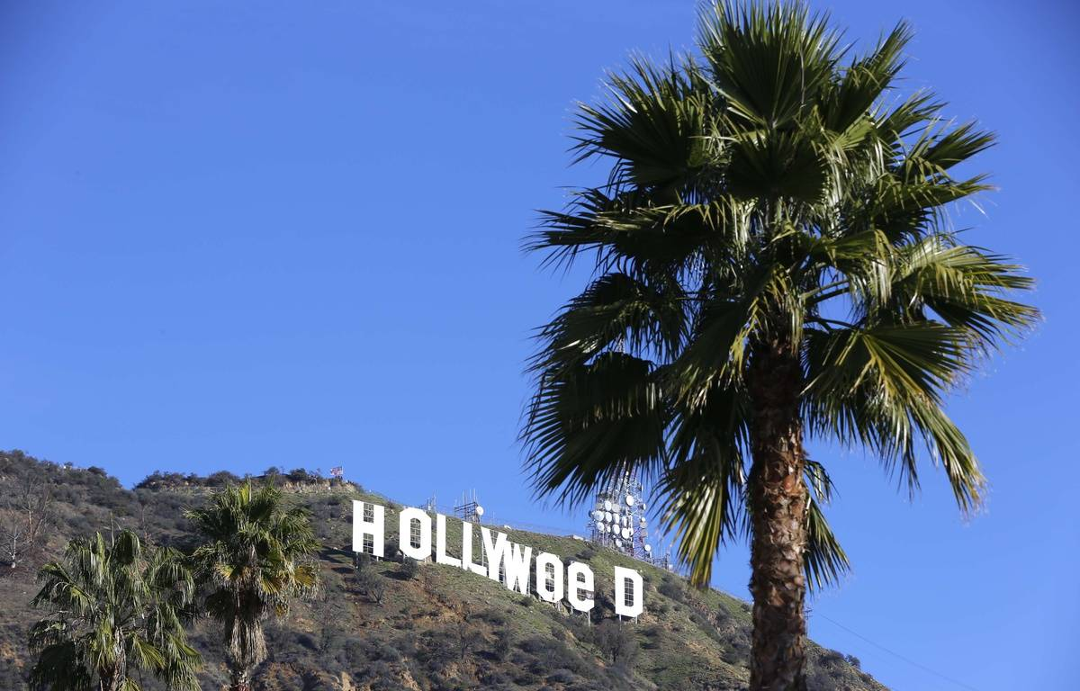 "The Hollywood sign is seen vandalized Sunday, Jan. 1, 2017. Los Angeles residents awoke New Year's Day to find a prankster had altered the famed Hollywood sign to read ""HOLLYWeeD."" Police have notified the city's Department of General Services, whose officers patrol Griffith Park and the area of the rugged Hollywood Hills near the sign. California voters in November approved Proposition 64, which legalized the recreational use of marijuana, beginning in 2018. (AP Photo/Damian Dovarganes)/CADD102/17001669490569/1701011949 – Damian Dovarganes/ap/sipa"