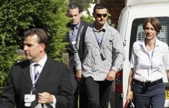 Cinq gendarmes français enquêtent désormais au Royaume-Uni sur la tuerie dont a été victime en Haute-Savoie une famille britannique, dans des conditions dont l'autopsie a fini de démontrer la sauvagerie, les victimes ayant reçu chacune deux balles dans la tête.