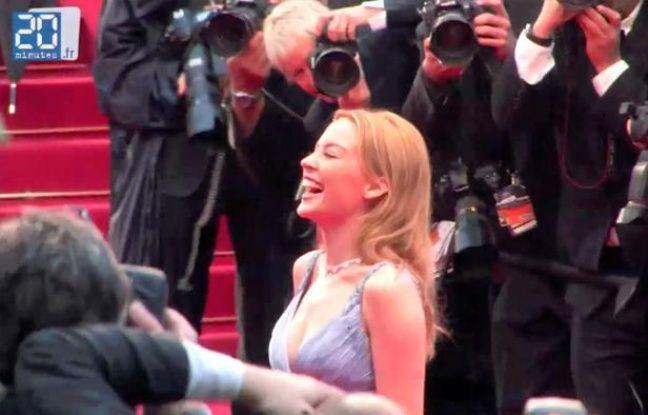 Kylie Minogue lors de la dernière montée des marches, dimanche 27 mai 2012.
