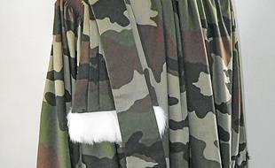 La robe façon camouflage.