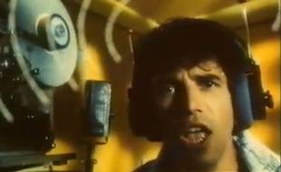 Julien Clerc dans le clip de «La fille aux bas nylons».