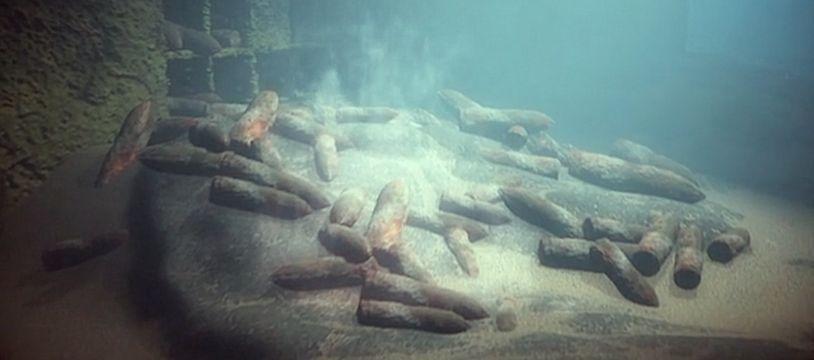 Un tapis d'obus déversés dans la mer après la guerre. Extrait du documentaire «Menaces en mers du Nord», diffusé sur France 3.