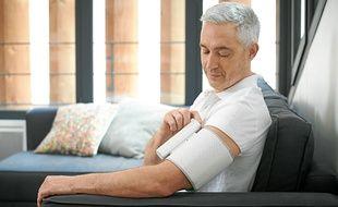 Le tensiomètre connecté Withings permet de prendre soin de sa santé en surveillant ses résultats au quotidien.
