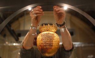 NANTES, 08/04/2014 Le reliquaire du cœur d Anne de Bretagne est exposé au musée du château.