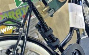 Un numéro est gravé sur le cadre du vélo.