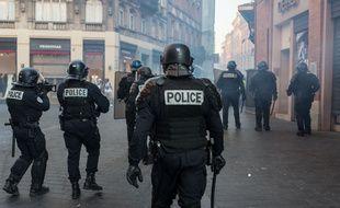 Des policiers lors d'une manifestation à Toulouse, le 23 février 2019.