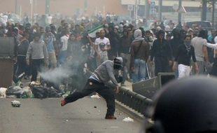 Jet de projectile sur les forces de l'ordre le 20 juillet 2014 lors d'une manifestation à Sarcelles