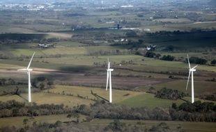 Des éoliennes entre les villes de Penmarch et Brest, en Bretagne, le 20 février 2015