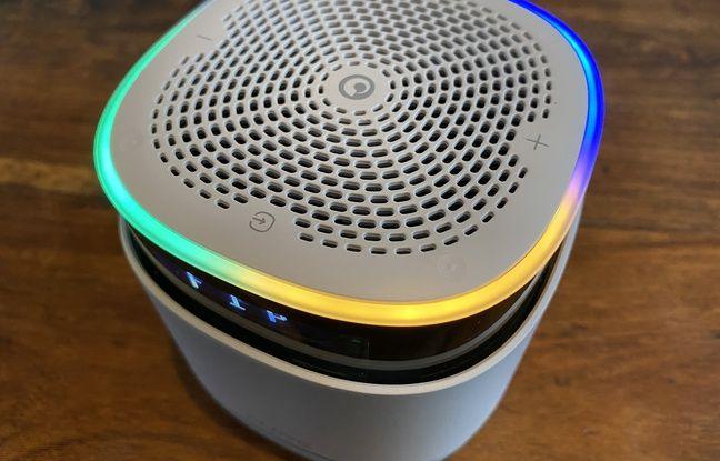Le sommet du StreamR avec ses LED colorés, ses touches sensitives et son bouton central pour convoquer Alexa.