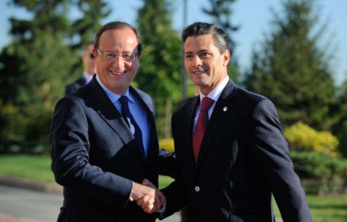 Le président français François Hollande et son homologue mexicain, Enrique Pena Nieto, lors d'une réunion du G20 à Saint Petersbourg, le 6 septembre 2013. – AFP PHOTO / JACQUES WITT