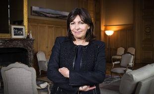 Anne Hidalgo pose dans son bureau, le 4 mai 2015.