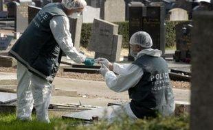 Cinquante et unetombes, sur les trois cents quecompte le carré juif du cimetière de Lille-Sud, ont subi des dommages.