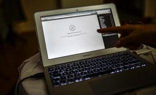 Un ordinateur tente en vain de se connecter au site de twitter, à Istanbul le 21 mars 2014
