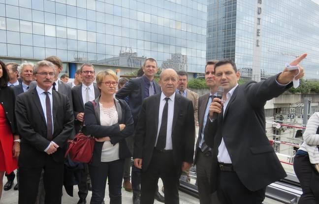 Président de la région Bretagne, Jean-Yves Le Drian est venu découvrir l'avancée des travaux ce lundi.