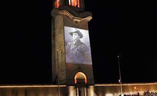 Des témoignages d'anciens combattants australiens projetés sur la façade du mémorial à Villers-Bretonneux, lors des cérémonies d'Anzac day, en 2016.