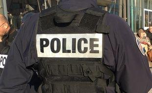 Cinq policiers affectés au dépôt sous le palais de justice de Paris ont été contaminés par la gale ( illustration).