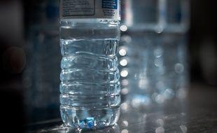 Une bouteille d'eau minérale en plastique (photo d'illustration).