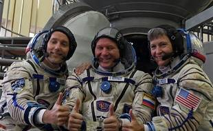 Les astronautes Thomas Pesquet, Oleg Novitsky et Peggy Whitson pendant leur entraînement à Moscou le 25 octobre 2016 avant le décolage prévu pour le 17 novembre.