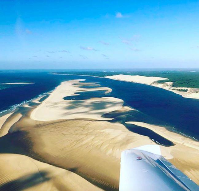 Le Bassin d'Arcachon et la Dune du Pilat depuis les airs.