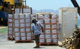 Cargaison d'aide humanitaire en provenance des Emirats arabes unis, le 17 mai 2015 à Aden