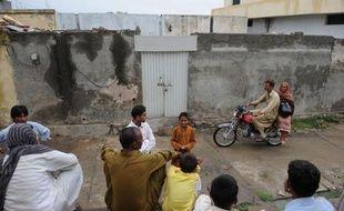 Il y a sept mois, les musulmans de Mehrabad, dans les bas-fonds de la capitale pakistanaise Islamabad, aidaient les chrétiens à bâtir leur église de fortune. Aujourd'hui, ces derniers craignent d'y avoir célébré leur dernière messe car une des leurs, Rimsha, est accusée de blasphème.