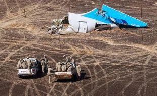 Une photo diffusée par le ministère russe des Situations d'urgence montre les débris du vol A321 dans une région montagneuse du Sinai le 1er novembre 2015