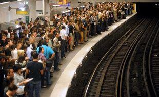 Un quai de métro bondé à Paris un jour de grève. (Photo illustration).