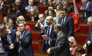 Stanislas Guérini, le secrétaire général de La République en marche, au milieu des députés de la majorité.