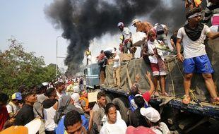 Le président vénézuélien Nicolas Maduro a ordonné la fermeture de plusieurs portions des frontières, notamment avec la Colombie et le Brésil, pour empêcher l'entrée de l'aide humanitaire.
