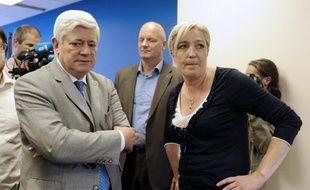 Le député européen du Front national, Bruno Gollnisch, sera candidat du FN aux municipales à Hyères (Var), a annoncé samedi à La Rochefoucauld (Charente) la présidente du FN, Marine Le Pen.