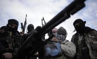 Aux côtés des insurgés syriens, une poignée de jihadistes sunnites combat le président Bachar al-Assad. Elle constitue l'extrême minorité des opposants armés au régime, mais le phénomène pourrait s'amplifier.