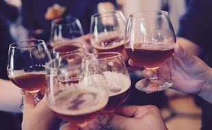 Pour éviter des regroupements vers les bars, samedi le préfet a pris un arrêté interdisant la consommation d'alcool sur la voie publique, de midi à 18h. Illustration
