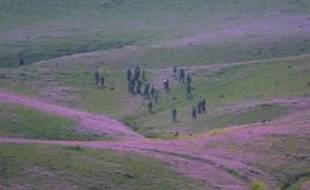 Des Yézidis retrouvent les leurs, en Irak, sur des images de Channel 4.